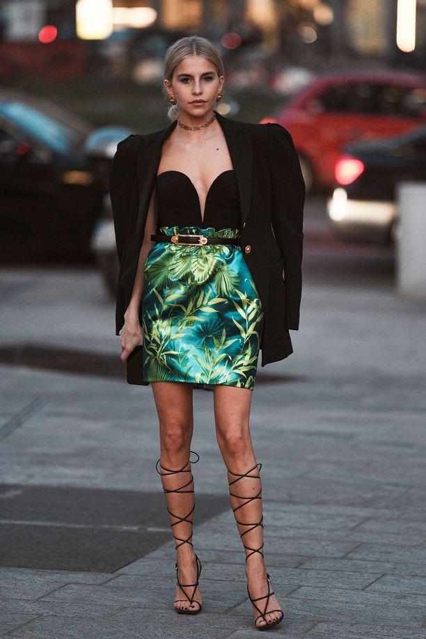Sirojen narujen ansiosta Caroline Daurin kengät eivät näytä antiikkisilta.