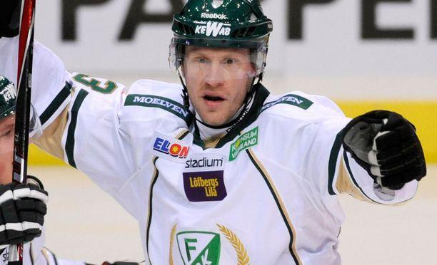 Hannes Hyvönen teki lähes 20 vuoden uran jääkiekkoammattilaisena.