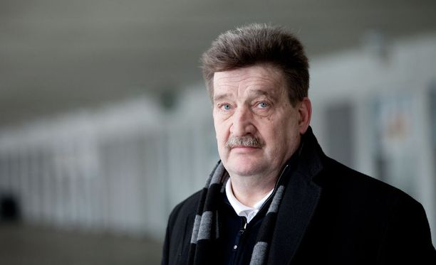 Pertti Alajan mukaan Palloliiton taloustilanne on vaikea, mutta lomautuksilta vältytään.