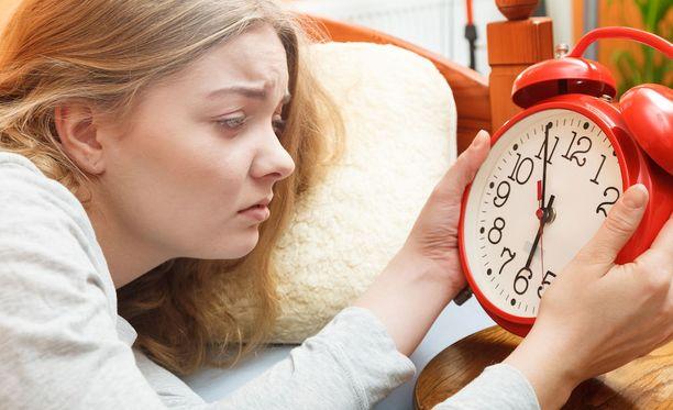 Jos sisäinen kellosi pitää sinut pirteänä pitkälle yöhön, aikaiset aamut voivat olla tuskaa.