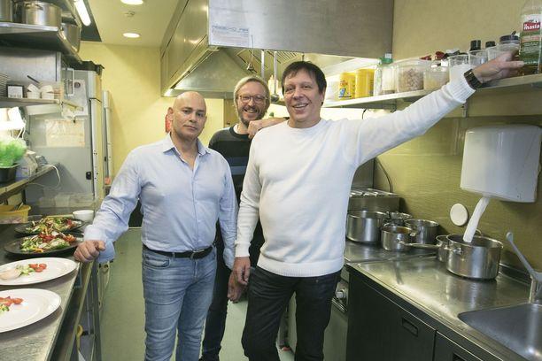 Charles Ron (vas.)  Karl-Erik Pedemann, Raul Renter ovat huolissaan Tallinnan ravintoloiden tuottavuudesta.