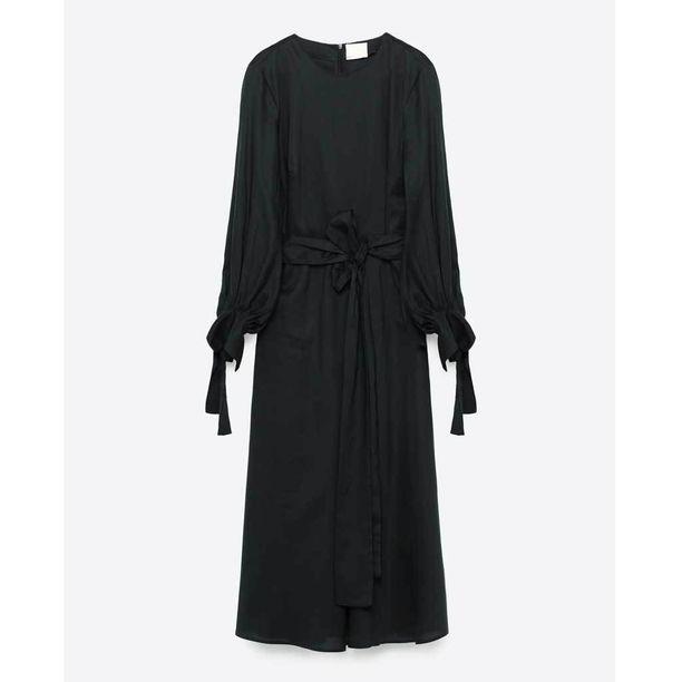 Värien kerrotaan inspiroituneen luonnosta. Lyocell-sekoite mekon sävy onkin tumma vihreä, 69,95 e