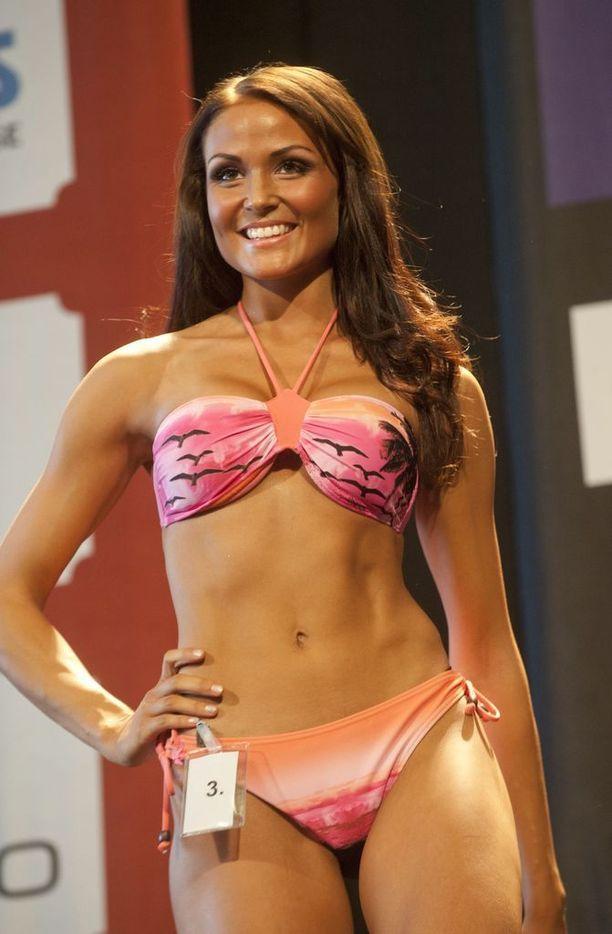 Mari Tammmivaara fitnessmalli-kilpailussa vuonna 2011.