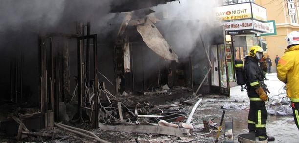 Varhain maanantaiaamuna syttynyt tulipalo aiheutti kolmen ihmisen kuoleman Hämeenkatu 10:ssä sijaitsevassa kerrostalossa.