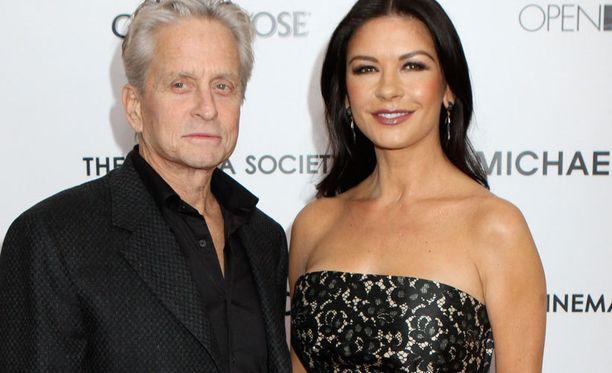 Michael Douglas ja Catherine Zeta-Jones asuvat erillään.