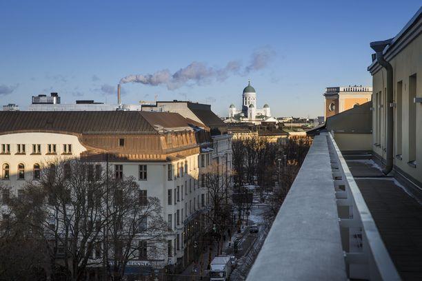 Liikenneruuhkan ohittaminen ratikkapysäkin kautta maksaa liikemiehelle lähes 12 000 euroa, jos tuomio jää lainvoimaiseksi. Arkistokuva Bulevardilta.
