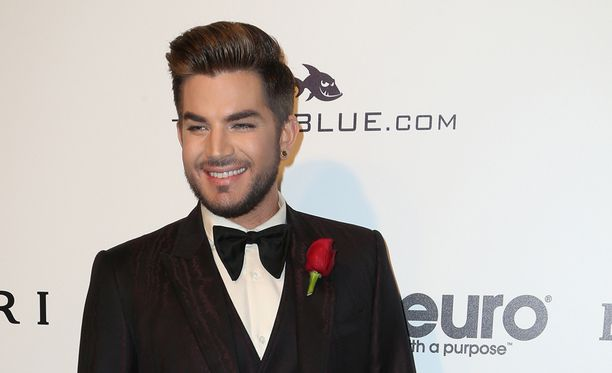 Adam Lambert helmikuussa Elton Johnin AIDS Foundation's Academy Awards -gaalassa.