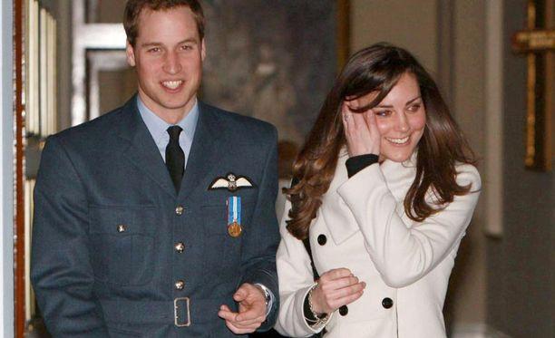 """Prinssi William ja Catherine """"Kate"""" Middleton avioituvat vuoden 2011 aikana. Hääpäivä ilmoitetaan myöhemmin."""