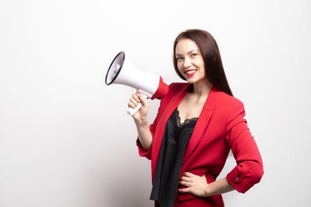 Taru Tammikallio kiinnostui työelämän ilmiöistä ja alkoi tehdä työelämän tabuja käsittelevää podcastia.