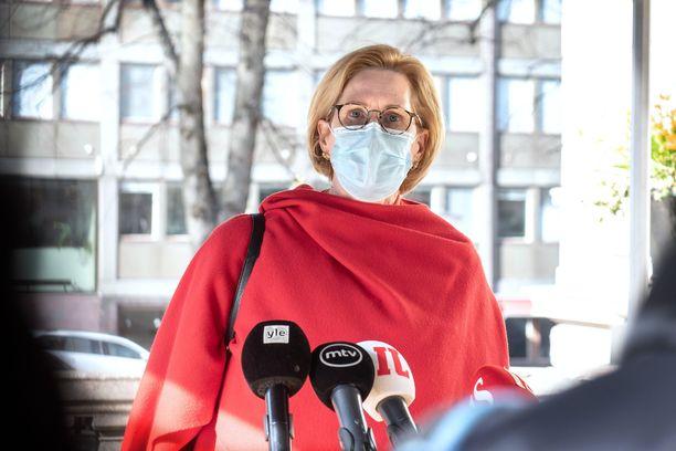Työministeri Tuula Haatainen kävi kiivaan väittelyn kyselytunnilla perussuomalaisten Riikka Purran kanssa.