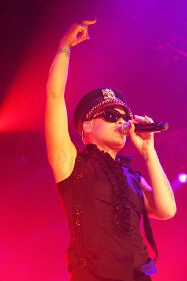 Pink otti luulot pois suomalaisyleisöltä ja osoitti huikeat viihdyttäjänlahjansa.