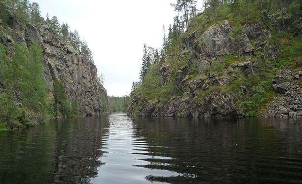 Hossan kansallispuistossa Kuusamossa sijaitseva Julma-Ölkky on Suomen suurin kanjonijärvi.