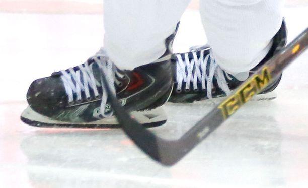 Pellossa pelataan joulupäivänä erityinen jääkiekko-ottelu. Kuvituskuva.