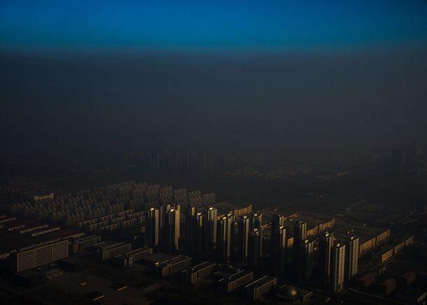 Nykyajan ongelmien yksittäisen kuvan ykkössijan vei kuva kiinalaisesta kaupungista Tianjinista savusumun alla.