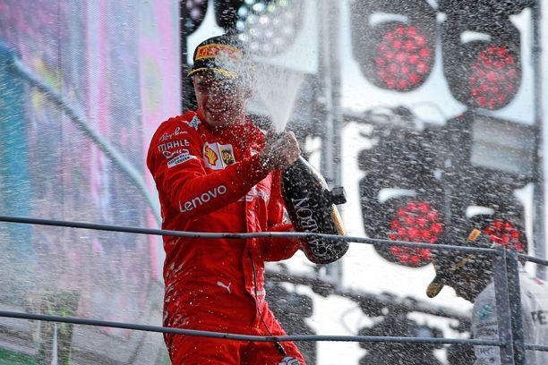 Charles Leclerc huudatti voitollaan tifosilaumaa viime syyskuussa Monzassa.
