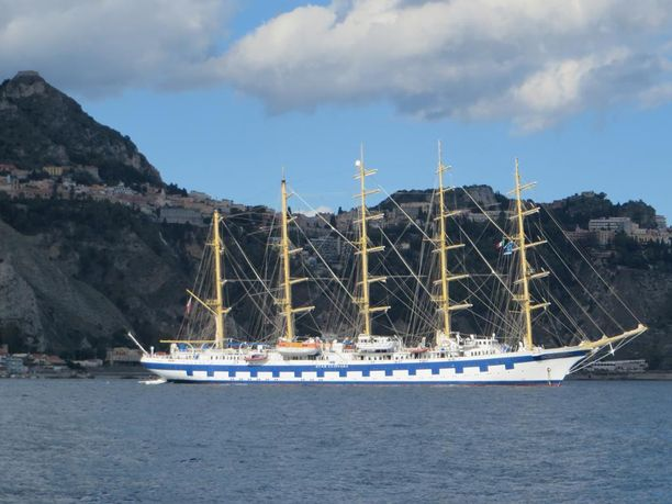 Royal Clipper Italian Sorrenton edustalla.