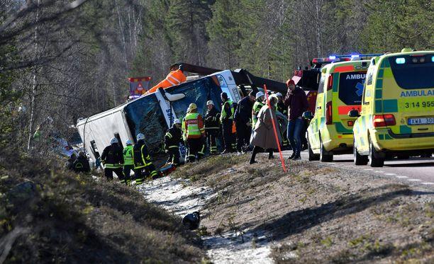Turma tapahtui aamulla valtatiellä E45 Härjedalenissa Keski-Ruotsissa. Kahdeksasluokkalaiset koululaiset olivat lähteneet matkaan Länsi-Götanmaalta eteläisestä Ruotsista.