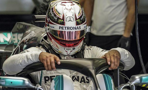 Lewis Hamilton oli harjoitusten neljänneksi nopein kuljettaja lauantaina.