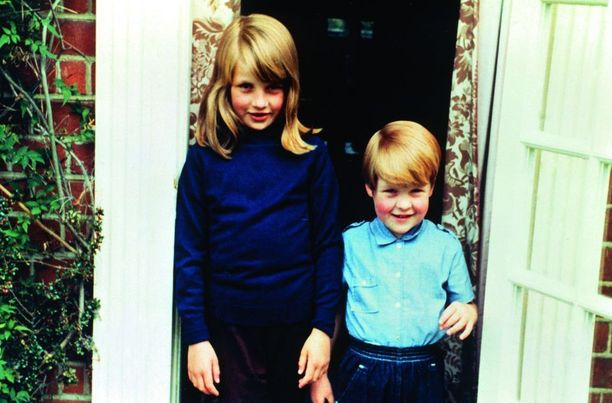 Diana ja Charles-veli elivät pitkään huoletonta elämää Spencereiden tiluksilla.