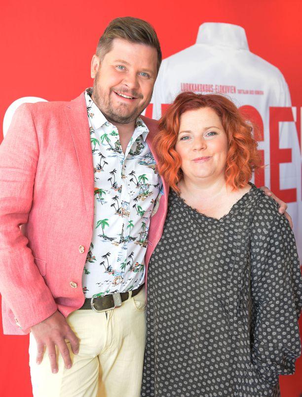 Kuvassa elokuvassa näyttelevät Janne Kataja ja Kiti Kokkonen kesäkuussa.
