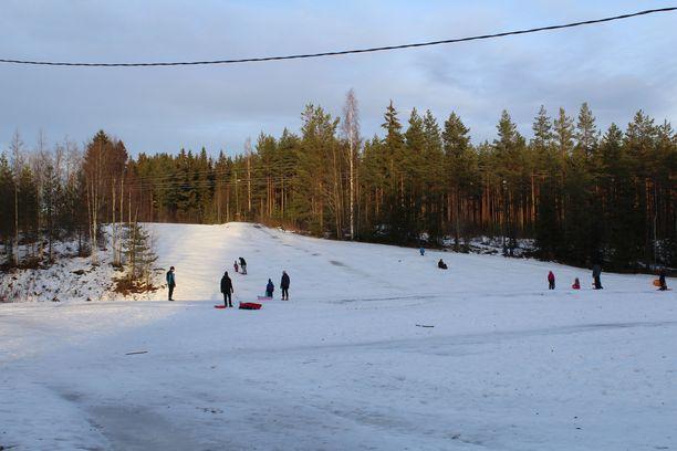 Halssilan pulkkamäki Jyväskylässä on suosittu mäenlaskupaikka.