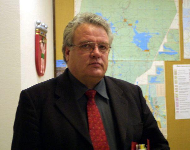 Martti Pura on toiminut ministerin tehtäviensä jälkeen muun muassa Sodankylän kunnanjohtajana. Hän sanoo kuulleensa ahmojen siirtelystä mutta ei susien.