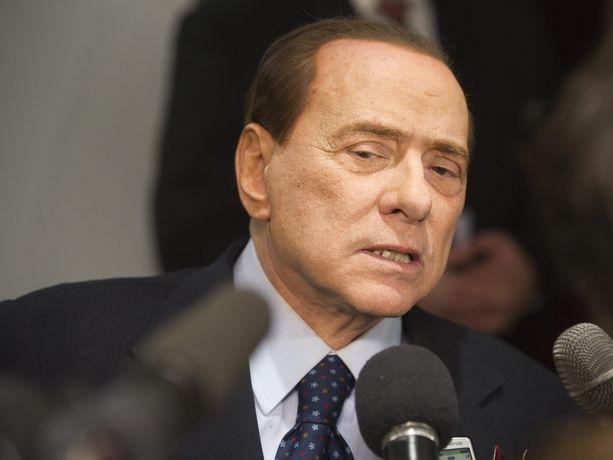 Talousrikoksista tuomittu Italian moninkertainen pääministeri Silvio Berlusconi ei ole luopunut politiikasta, vaikka oikeus on estänyt häneltä politikoinnin.
