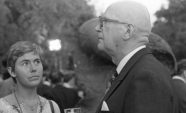 Kekkonen piti nuoren Tyrkön eloisuudesta. Julkisuudelta suhde pidettiin visusti salassa.