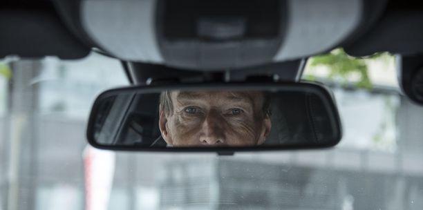 Taksiyrittäjä Terho Pitkänen uskoo, että Suomessa käy kuten Ruotsissa: taksia ajavia autoja on selvästi liikaa ajomäärään nähden.