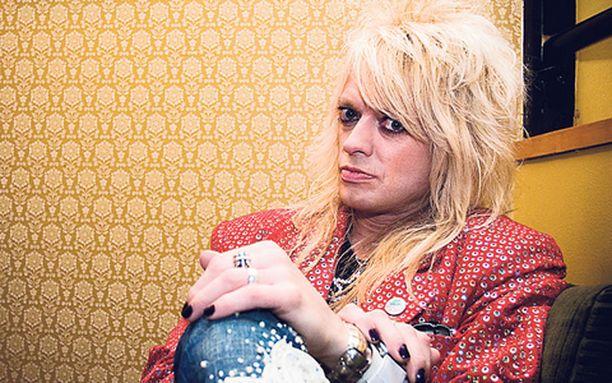 ROLLAREISTA MALLIA Michael Monroe ei ole aikeissa vetäytyä eläkkeelle rocktähden ammatista vielä aikoihin. – Kyllä mä voin kuvitella, että me vedetään rokkia vielä kuusvitosina. Mitä muutakaan tässä tekisi?
