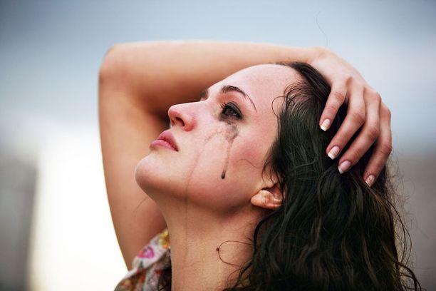 Anna kyynelten virrata, jos siltä tuntuu.