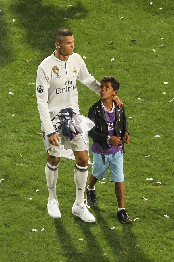 Cristiano Ronaldo ja Cristiano Ronaldo Jr. on tiivis isä-poika-parivaljakko.