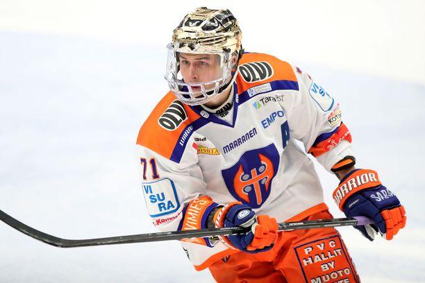 Kristian Kuusela edustaa Tapparaa.