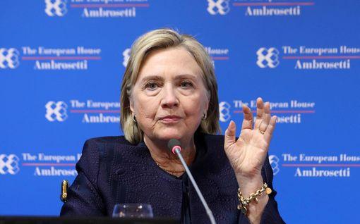 Hillary Clinton sivalsi: Kukaan ei pidä Bernie Sandersista