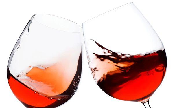 Osa ihmisistä käyttäytyy humalassa hyvinkin impulsiivisesti. Kuvituskuva.