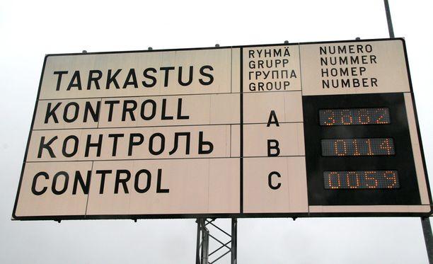 Suomessa lisätään huomisesta lähtien ulkomaalaisvalvontaa rajoilla mutta myös sisämaassa.