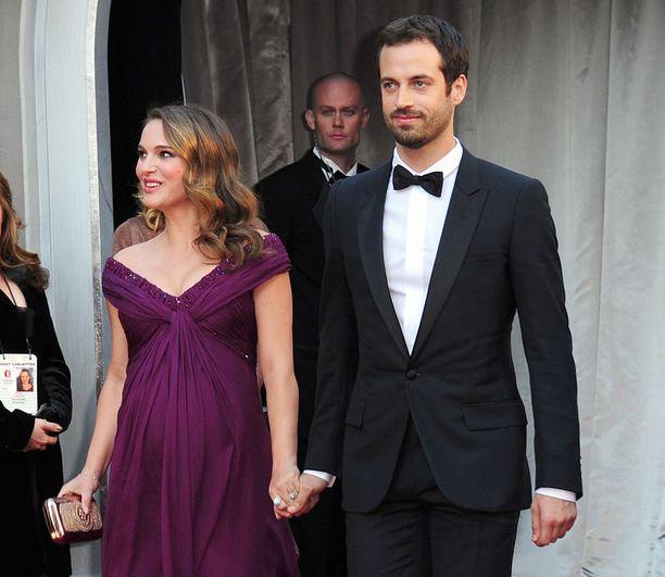 Uusi rakas, kihlat, vauva ja Oscar-palkinto Black Swan -elokuvan pääosasta. Natalie Portmanilla on takanaan huikea vuosi.