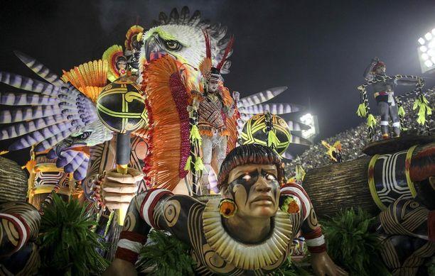 Special Group Imperatriz Leopoldinense -sambakoulun osasto karnevaalikulkuessa.
