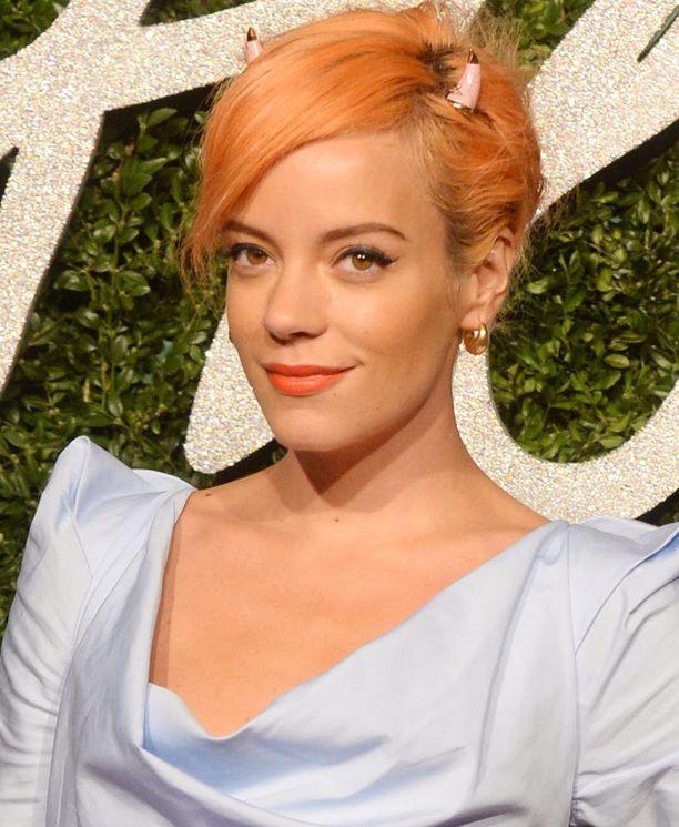 Joulukuun alussa hiukset olivat pastellisen oranssit.