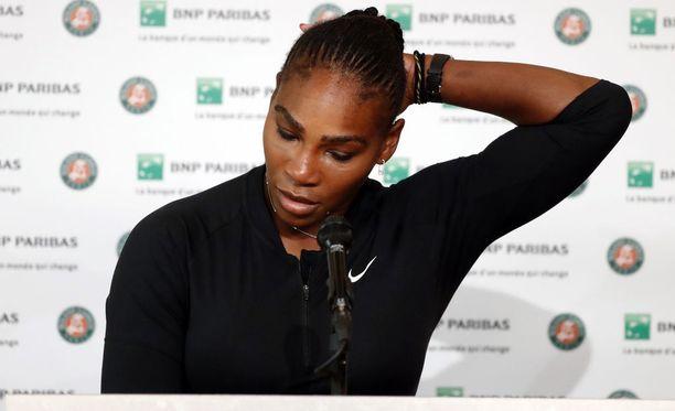 Serena Williams joutui jättämään Roland Garros -turnauksen kesken Ranskassa.