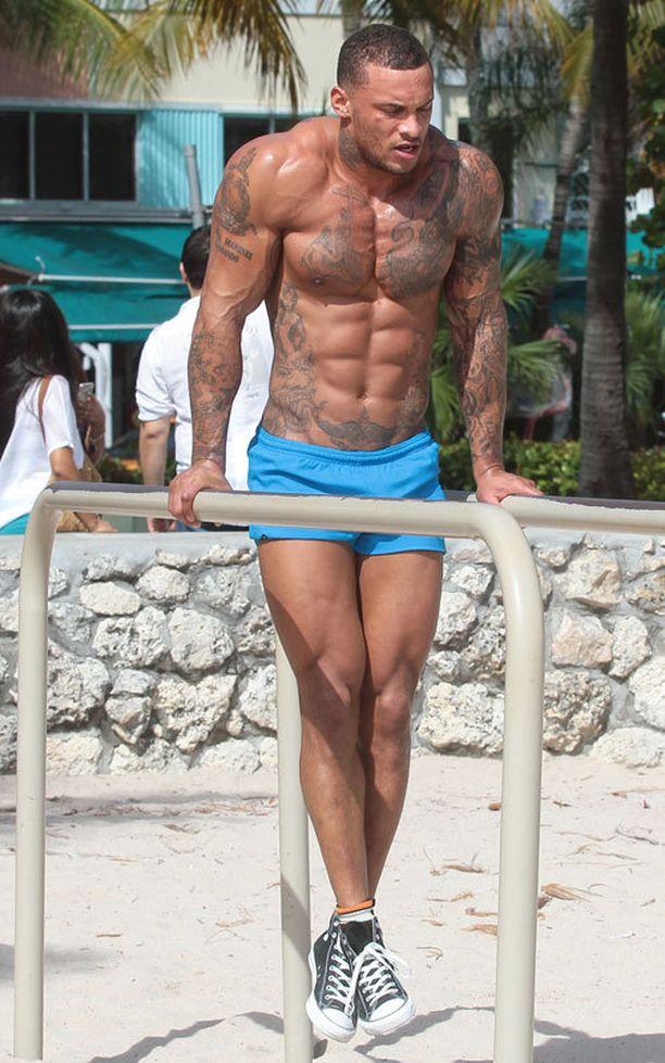 David McIntosh ei malttanut pysyä erossa rannan kuntoilutelineistä.