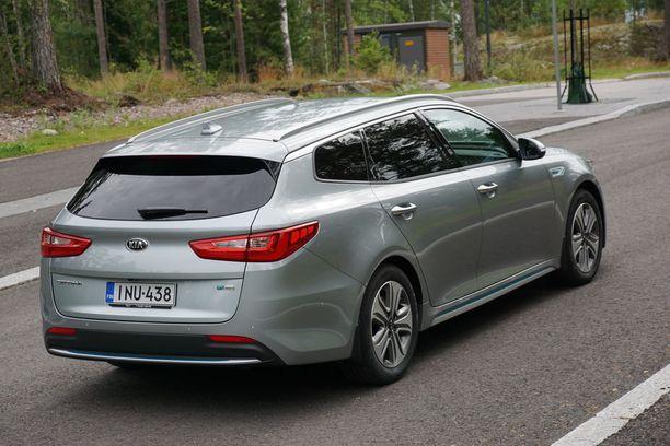 Optima Sportwagonin olemuksessa on takaviistosta paljon samaa kuin Honda Accordissa.