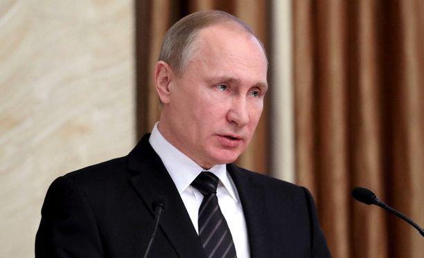 Trump sanoi, ettei hän usko presidentti Vladimir Putinin testaavan häntä.