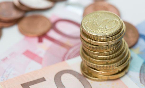 Puolueet kertovat käyttävänsä kuntavaaleihin yhteensä noin kolme miljoonaa euroa. Edellisissä kuntavaaleissa puolueet käyttivät noin 3,8 miljoonaa euroa.