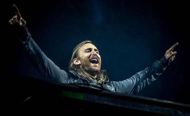 David Guetta tanssitti festarikansaa vuosi sitten Ruisrockissa.