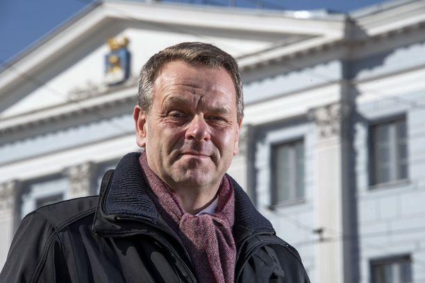 Helsingin pormestari Jan Vapaavuori kertoi tiistaina pormestarin infossa, millaisia rajoitustoimien purkamiseen liittyviä valmisteluja Helsingissä tehdään. Moneen asiaan odotetaan vielä lisäohjeistusta. Arkistokuva.