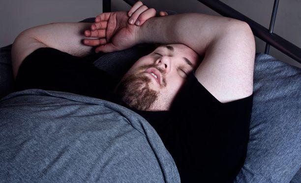 Uniapneaa esiintyy varsinkin kuorsaajille. Ylipaino altistaa sairaudelle.