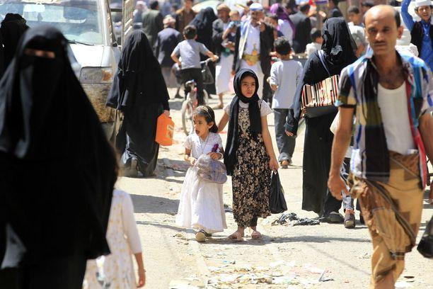 Jemeniläisiä pääkaupunki Sanaassa viime viikolla.