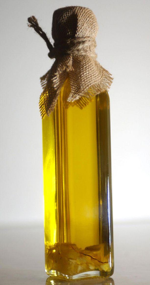 Oliiviöljyä voi laittaa kasvoihin tai hiuksiin.