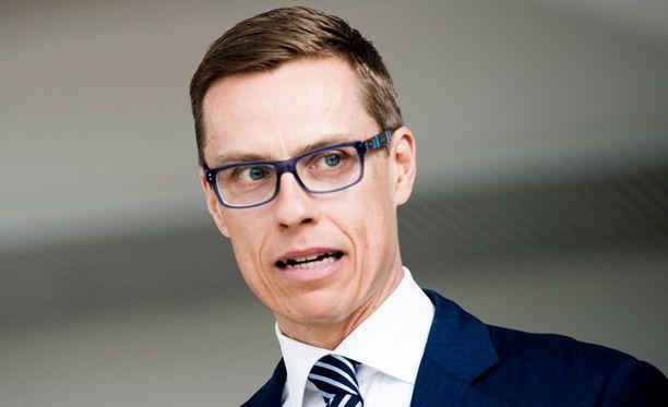 Stubb haluaa seurata jääkiekkoa Kokoomuksen vaalivalvojaisissa.